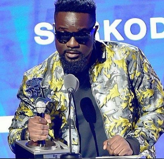Sarkodie wins Best international flow BET Hip-Hop award.