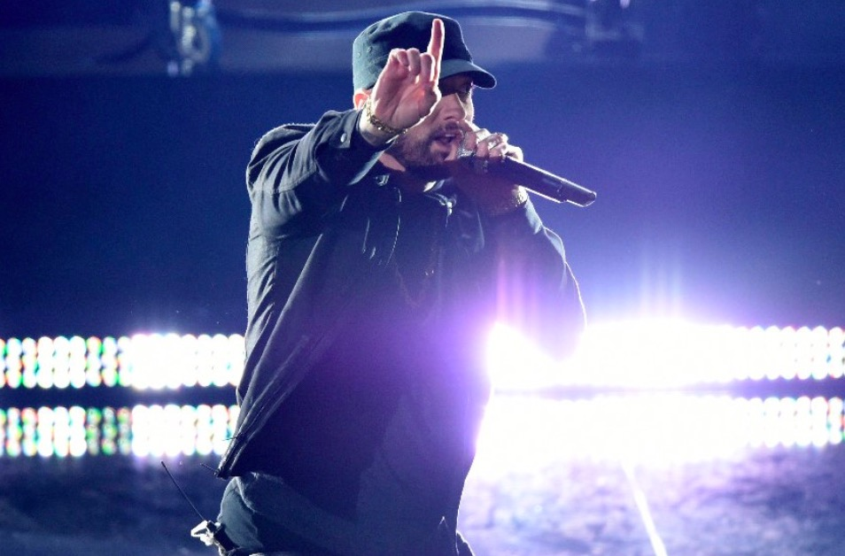 Eminem makes a surprising Oscars' performance.